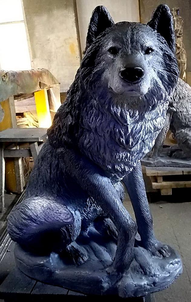 Волк бетонный