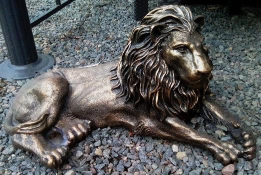 Садовые скульптуры Лев лежащий. Как купить скульптуру?