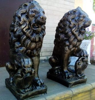 Статуя льва. Лев со щитом геральдический