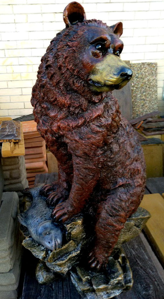 фигурка медведь с рыбой