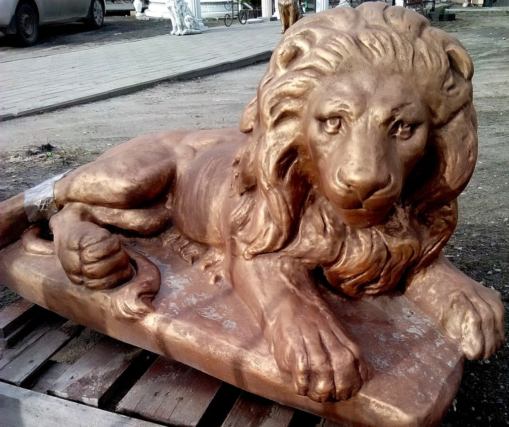 лев лежащий правый