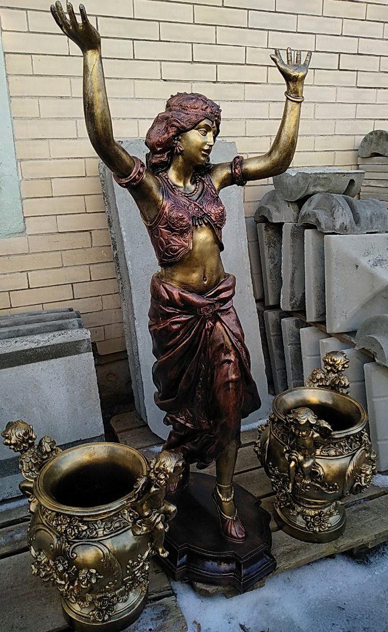 статуя танцовщица