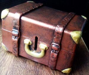 Копилка из гипса чемодан