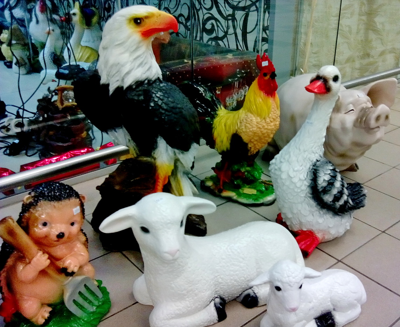 фигурка орел в торговом центре